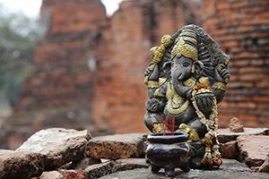 「象」の彫刻は真言律宗の密教寺院の印