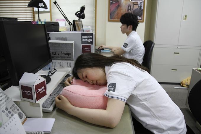 株式会社OKUTA 眠くなったら寝てもいい! 職場に余裕を生み仕事の効率を高める「パワーナップ制度」